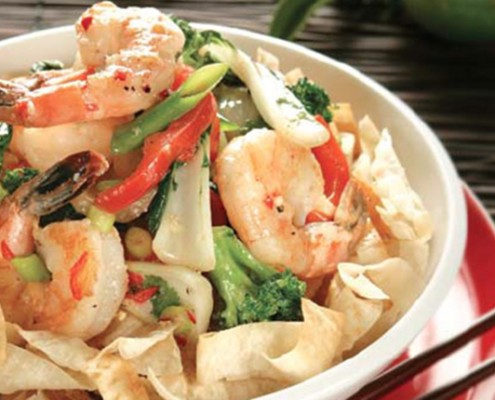 Bowl-with-asian-salad-made-with-cooked-prawns-capsicum-and-Mountain-Bread